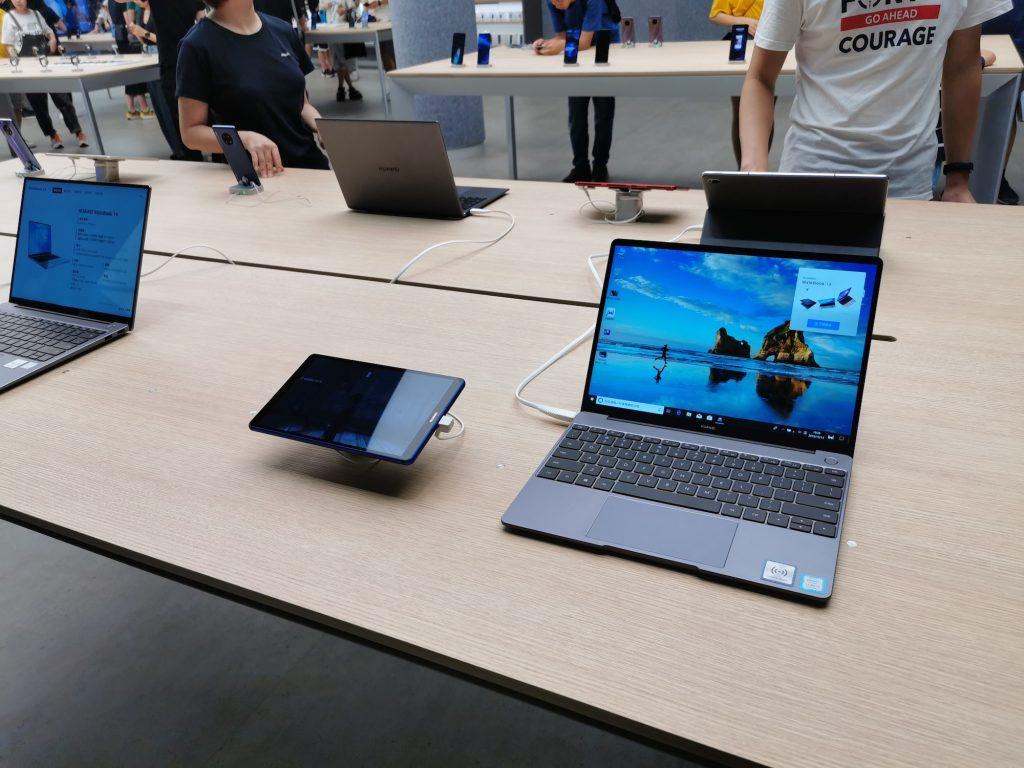 ファーウェイ初のグローバル旗艦店ではスマホ以外に、パソコンなども買える